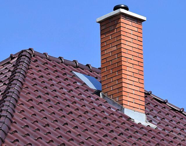 Reparación de goteras en chimeneas y puntos de encuentro como cumbreras y ventanas velux